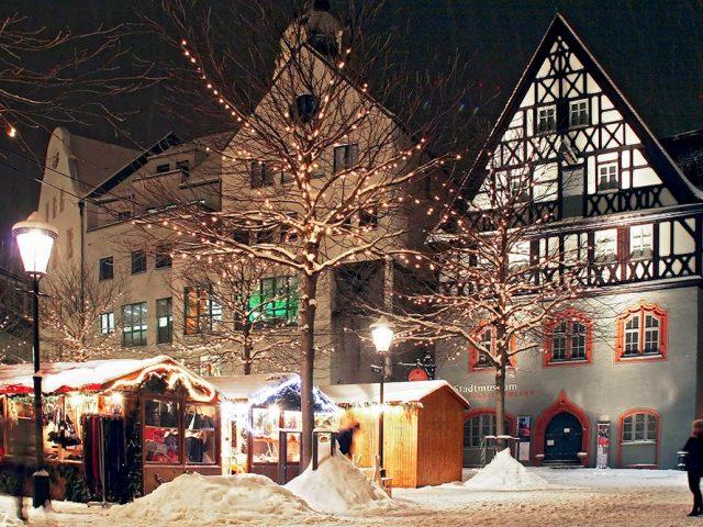 Verschneites Stadtmuseum Göhre
